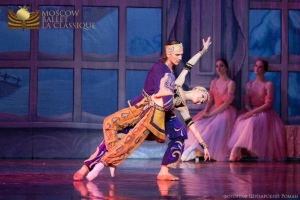 'THE-NUTCRACKER'--Ballet-'La-Classique'-82