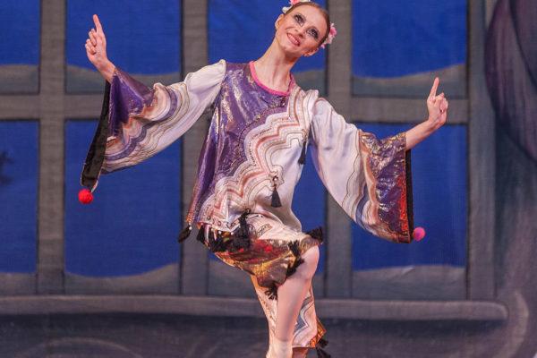 'THE-NUTCRACKER'--Ballet-'La-Classique'-87