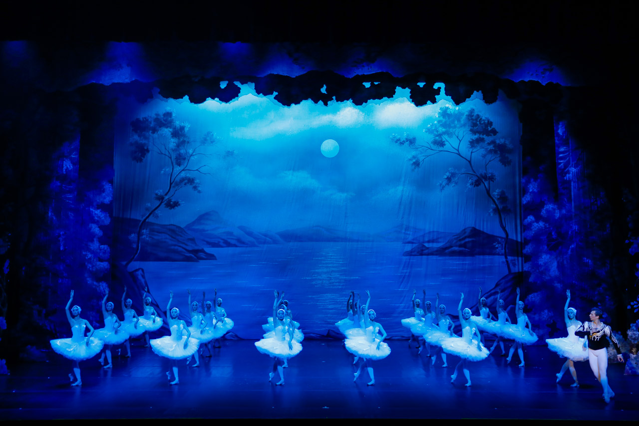 """Photo report from the play """"Swan lake"""""""
